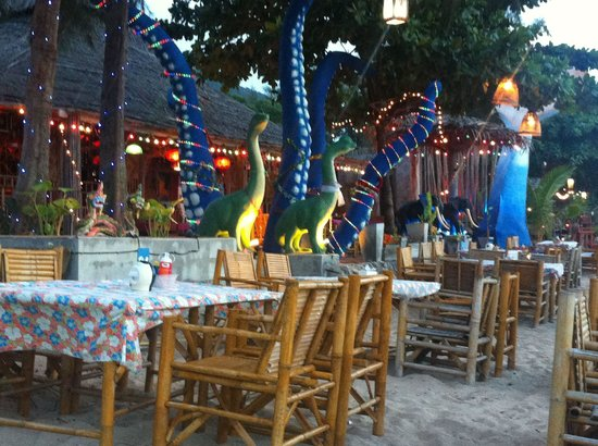 Cha-Ba Bungalows & Art Gallery: Dusk at the restaurant