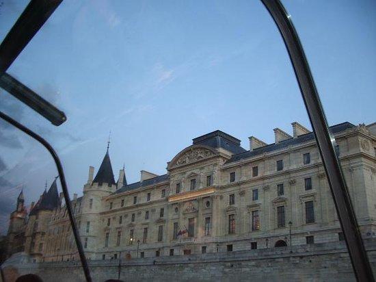 La Seine : ガラス張りの屋根
