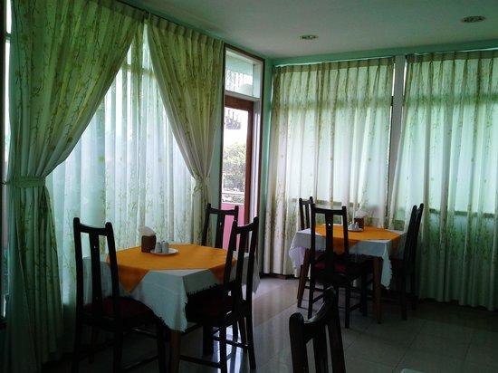 Yangon Yoma Hotel: Restaurant