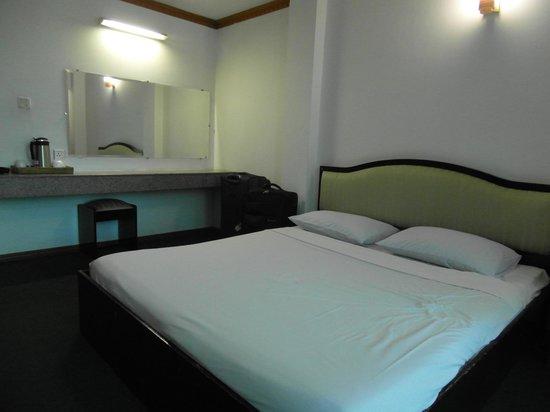 Yangon Yoma Hotel: Comfortable room