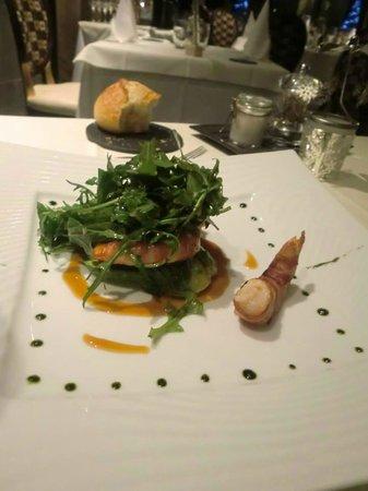 Restaurant Kasbur : Gambas de Madagascar Bardées au lard paysan, sauce wasabi fruits de la passion Avocat tiède