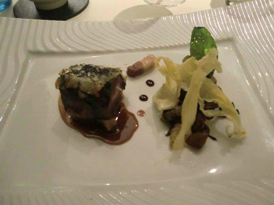 Restaurant Kasbur : Filet de chevreuil en pastillas Fricassée de légumes de saison, sauce grand veneur