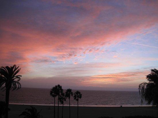 Hotel Shangri-La Santa Monica: Вид на закат из бара отеля