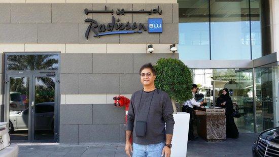 Radisson Blu Hotel, Abu Dhabi Yas Island: At the Hotel Entrance