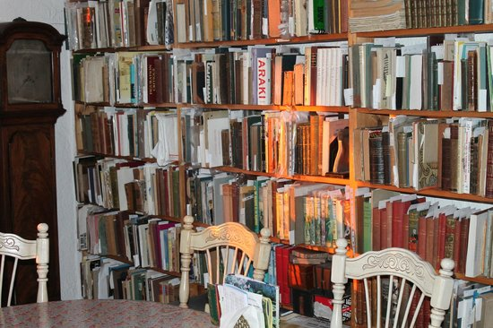 Sanctuary Bookshop and Booklover's B&B: A selection of books in the living and dining room.