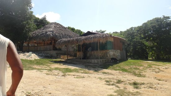 Blue Hole Mineral Spring: huts