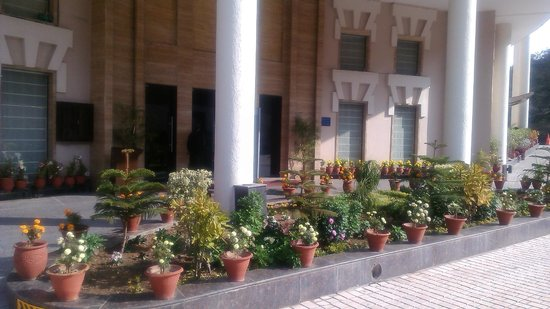 Golden Tulip Chandigarh Panchkula: Main enterance