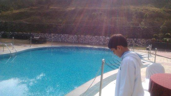 Golden Tulip Chandigarh Panchkula: Pool