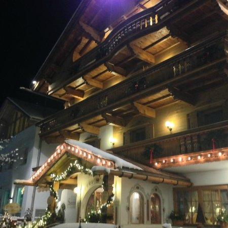 Hotel Sonnenhof: hotel lato via principale