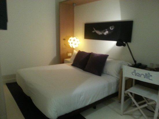 Hotel Denit Barcelona: cama