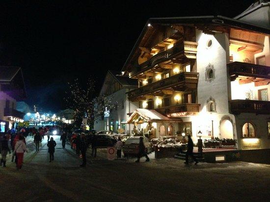 Hotel Sonnenhof - St Vigil in Enneberg, Dolomiten: via principale e hotel