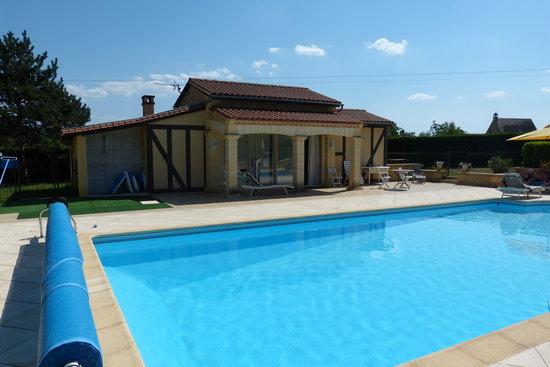 Vitrac, France : Le gîte tout près de la piscine