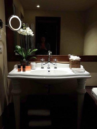 Il Salviatino: Sink Love