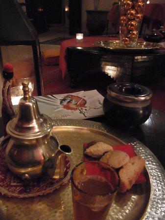 Riad Boussa: welcome mint tea