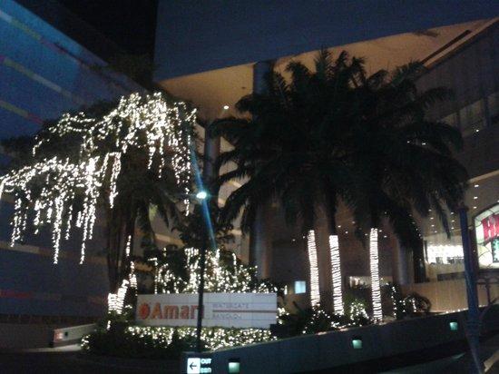 Amari Watergate Bangkok: Die Zufahrt zum Hotel