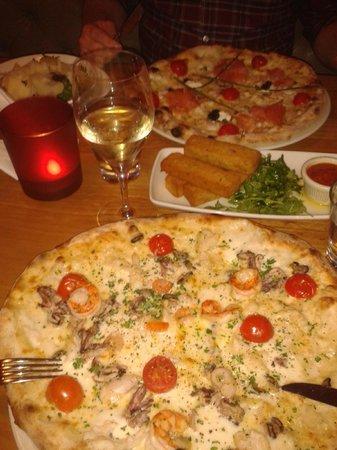 La Favorita Pizzeria : Pizzas and Polenta Chips