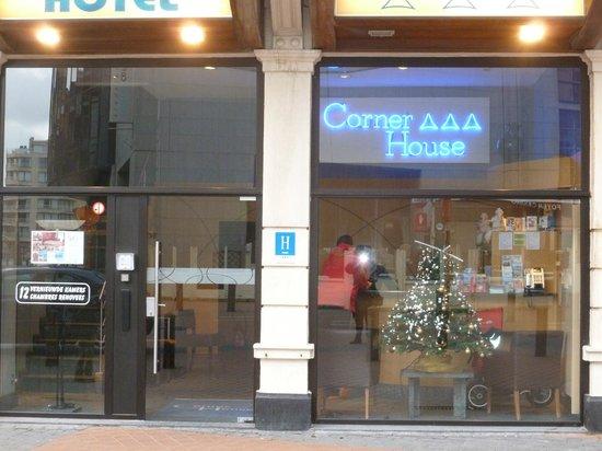 Hotel Corner House: Réception  de l'hôtel