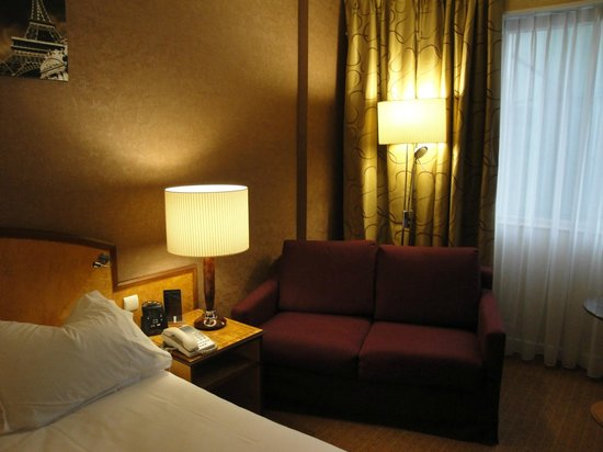 Hilton Paris Charles de Gaulle Airport : sofa