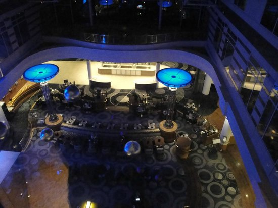 Hilton Paris Charles de Gaulle Airport : hotel restaurant from above