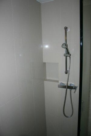 Dusit Princess Chiang Mai: Shower