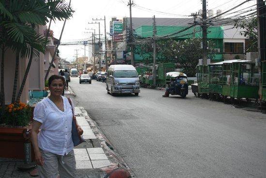 Dusit Princess Chiang Mai: View around corner from hotel