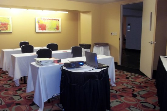 Crowne Plaza Hotel New Orleans Airport: Lagniappe Room set up for my HazMat Employee and RCRA Training Seminar