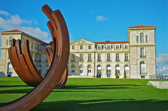 Palais du Pharo in the park