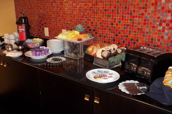 Crowne Plaza Hotel New Orleans Airport: Continental breakfast provided to training attendees