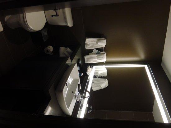 Novotel New York Times Square: Banheiro todo reformado