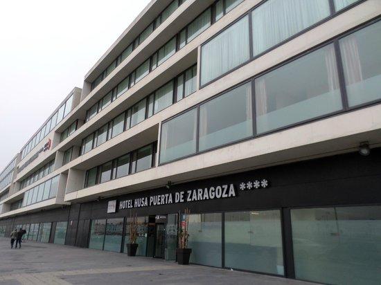 Hotel Eurostars Zaragoza: Entrada del hotel.