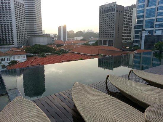Naumi Hotel: pool area