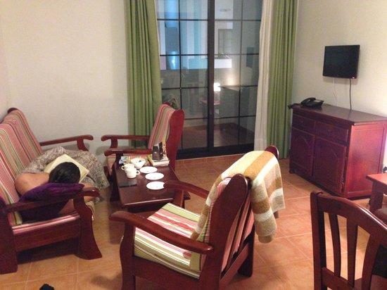 Tabaiba Centre Apartments : The cozy livingroom in apartment 932