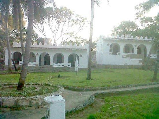 SheShe Baharini Beach Hotel: lawn