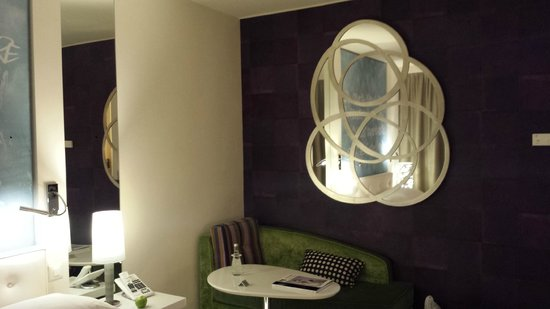 Hotel N'vY: Sofa