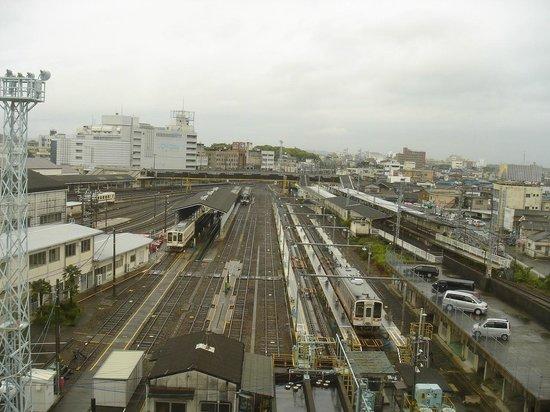 Ise City Hotel: 左側はJR駅で右側は近鉄駅