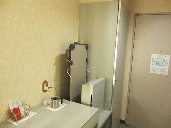 Hotel Wakaba: 空気清浄器、ズボンプレッサーと充実