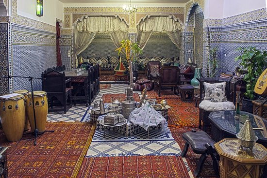 Riad Lahboul : Downstairs patio