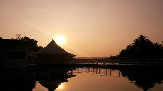 4 Rivers Floating Lodge: another sunset