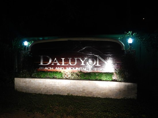 Daluyon Beach and Mountain Resort : Sign in front of resort