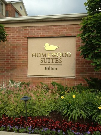 Homewood Suites Detroit Troy: Picture of Hotel Sign in front