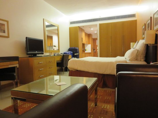 Four Points by Sheraton Downtown Dubai: kamer