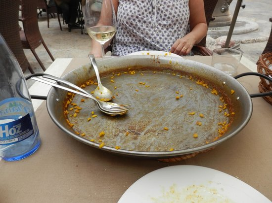 Plaza Mayor (Plaça Major): we finished our paella, lovely