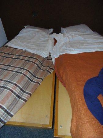 Maeva Residence Bellecote: exemple de literie/ planches faisant office de sommier