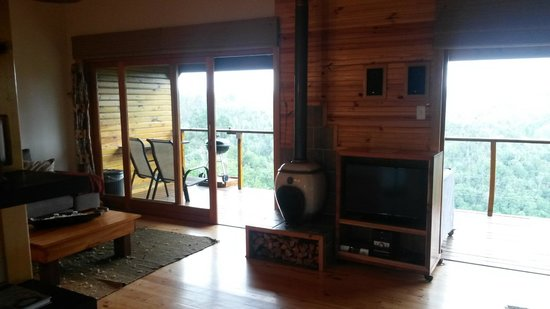 Cliffhanger Cottages: Beautiful Fire Place for Cold Nights