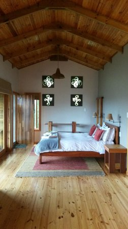 Cliffhanger Cottages: Beautifully and Tastefully Decorated