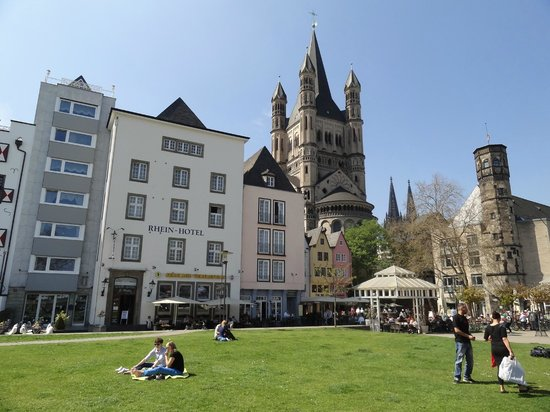 Rhein Hotel St.Martin : Вид отеля с набережной Рейна
