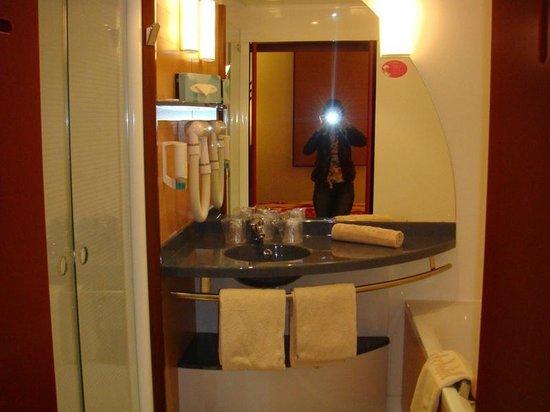 Novotel Suites Geneve: Модульная ванная комната