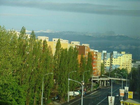 Novotel Suites Geneve: Окружающая отель местность (вид из окна)