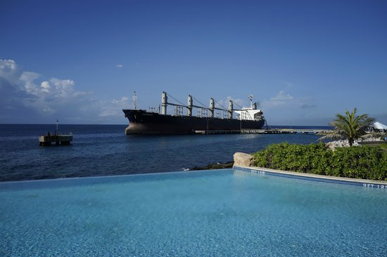 Renaissance Curacao Resort & Casino: view from infinity pool