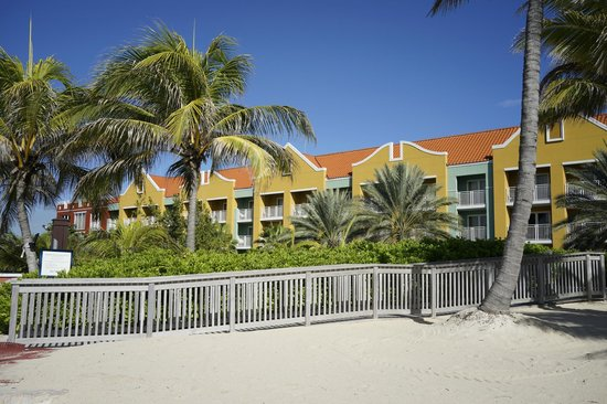 Renaissance Curacao Resort & Casino: view of hotel from pool